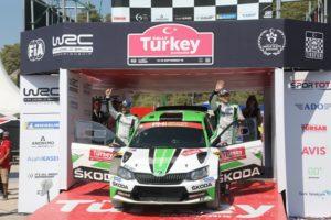 Das SKODA Werksteam Jan Kopecký/Pavel Dresler (SKODA FABIA R5) steht nach dem Sieg bei der Rallye Türkei Marmaris vor dem Titelgewinn in der WRC 2-Kategorie © Skoda Motorsport