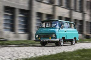 Der SKODA 1203 was das mit Abstand meistverbreitete leichte Nutzfahrzeug des 20. Jahrhunderts in der Tschechoslowakei. Allein in Vrchlabí wurden in den Jahren 1968 bis 1981 insgesamt 69.727 Exemplare gebaut. Die selbsttragende Frontlenker-Karosserie gab es auch in der Ausführung Mikrobus. © Skoda