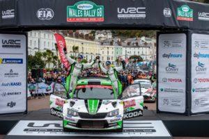 Die finnischen SKODA Junioren Kalle Rovanperä/Jonne Halttunen (ŠKODA FABIA R5) fuhren in Wales zu einem überlegenen Sieg in der WRC 2-Kategorie. © Skoda Motorsport