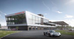 Porsche Experience Center Hockenheimring Das dreistöckige Gebäude mit perfekter Sicht auf die Strecken © Porsche