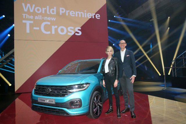 Ralf Brandstätter, Chief Operating Officer der Marke Volkswagen, stellte den neuen T-Cross zusammen mit Cara Delevingne vor, britisches Top-Model, Schauspielerin, Musikerin und Testimonial des T-Cross © Volkswagen AG
