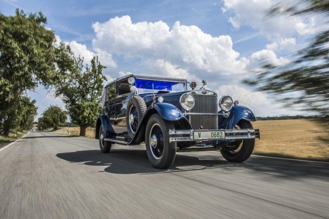 Topmodell SKODA 860 mit Achtzylindermotor erstrahlt in neuem Glanz. Nach zweijähriger Restaurierung präsentiert der Automobilhersteller ein Cabriolet vom Typ SKODA 860 in seiner Dauerausstellung im ŠKODA Museum in Mladá Boleslav. Das wertvolle Exponat von 1932 verfügt über einen Achtzylinder-Reihenmotor mit 3,9 Liter Hubraum und einer Leistung 44 kW (60 PS). Die Höchstgeschwindigkeit des 5,5 Meter langen Fahrzeugs liegt bei 110 km/h © Skoda
