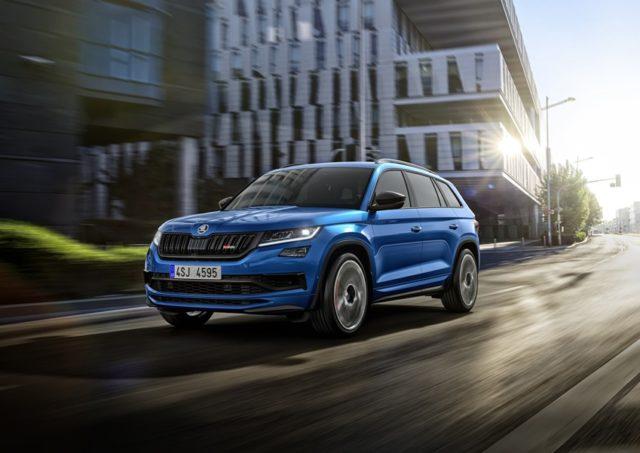 Mit dem SKODA KODIAQ RS trägt erstmals ein SUV der tschechischen Marke das RS-Kürzel. Das High-Performance-SUV startet in Deutschland ab 49.990 Euro & copy; Skoda