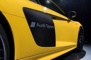 """Audi hat ein Verfahren zur partiellen Mattierung von lackierten Oberflächen entwickelt. Mit diesem Verfahren wurde der Schriftzug """"Audi Sport"""" auf den Audi R8 geprägt © Audi AG"""